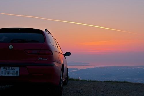 クルマと夕日